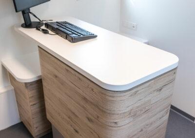 Höhenverstellbarer Counter für ergonomisches Arbeiten und Beraten