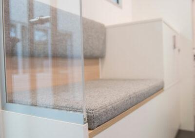 Edle Materialen spiegeln Ihr Raumkonzept der stationären Filiale auch in der mobilen Filiale wieder